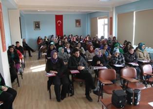 Ahmet Efendi'de, öğrencilere seminer