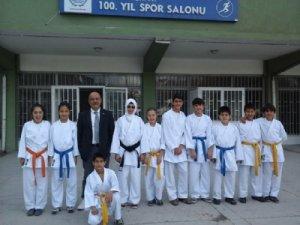 Sarayönü karatede 10 madalya aldı