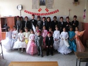 Haşhaş ilkoeğretim okulu 1 f sınıfı oeğrencilerince 23 nisan