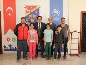 Minik sporcular Ömer Ersöz'ü ziyaret etti