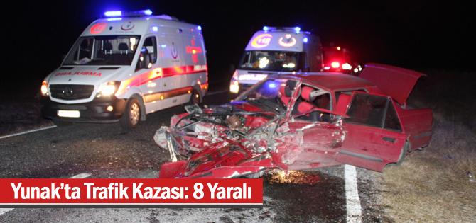 Yunak'ta Trafik Kazası: 8 Yaralı