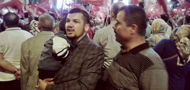 Afganistanlılar demokrasi nöbetinde