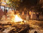 Terör saldırısını protesto edenler ortalığı ateşe verdi