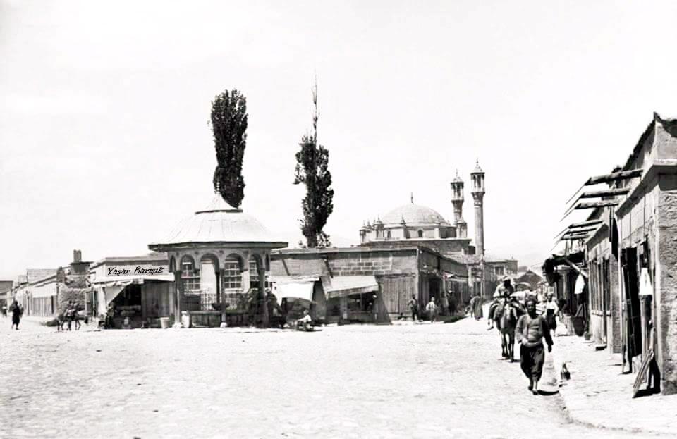 aziziye-camii-ve-ihtisap-pazari-1880.jpg