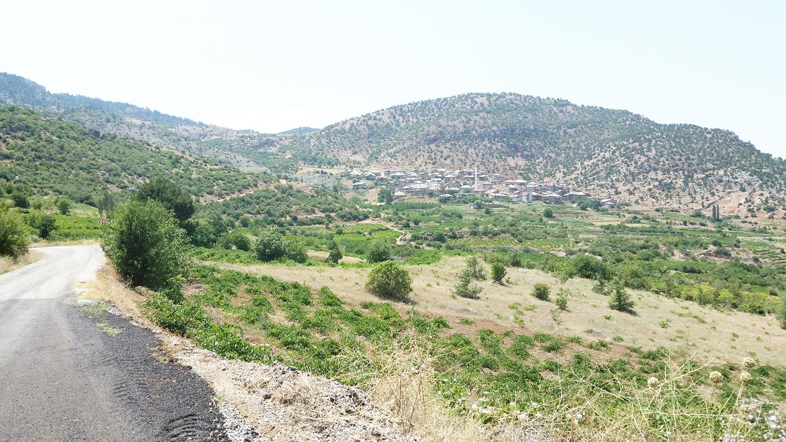 gaziler-köyü-uzaktan-görünüm.jpg